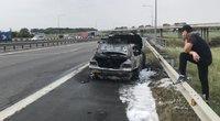 Sudegęs automobilis (nuotr. tv3.lt)
