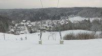 Gyventojams užplūdus gamtą su rogėmis slidinėjimo centrai piktinasi, kad negali veikti (nuotr. stop kadras)