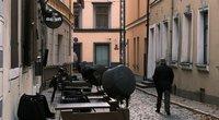 """Latvijoje – komendanto valanda ir """"šventinis sėdėjimas namuose"""" (nuotr. SCANPIX)"""
