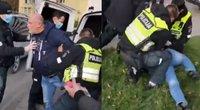 Policija sulaiko kaukės nedėvintį pilietį (nuotr. stop kadras)