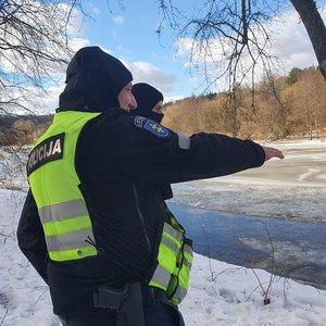 Neryje po ledu panirusio vyro paieška nutraukta: pirminiais duomenimis, jis bandė gelbėti savo šunį