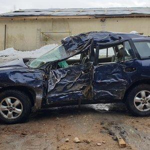 Prienų rajone automobilis rėžėsi į medį, žuvo moteris