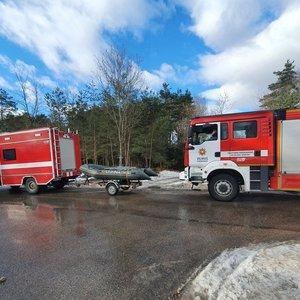 Vilniuje į Nerį įlūžo žmogus, jo ieško gelbėtojai