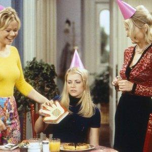 """""""Raganaitė Sabrina"""" po 25 metų – neatpažįstama: kodėl kultinio serialo aktorė netapo Holivudo žvaigžde?"""
