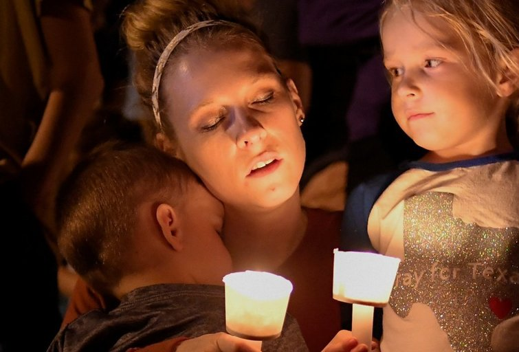 Teksase buvęs kariškis bažnyčioje nušovė 26 žmones (nuotr. SCANPIX)