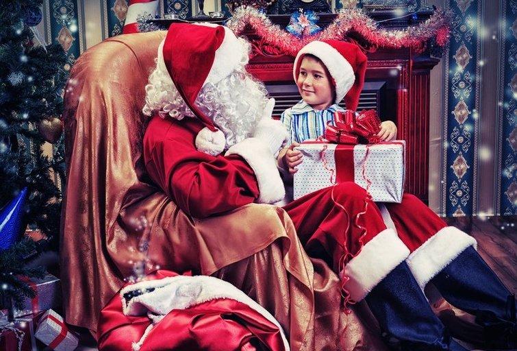 Kalėdų senelis su vaiku (nuotr. Shutterstock.com)