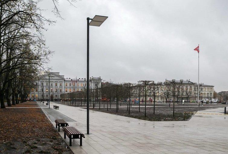 Vilniuje baigti pagrindiniai Lukiškių aikštės tvarkybos darbai (nuotr. Sauliaus Žiūros)