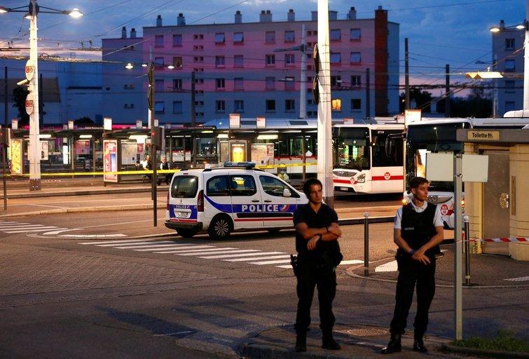 Kruvinas išpuolis Prancūzijoje: šaltakraujiškai subadė žmones (nuotr. SCANPIX)