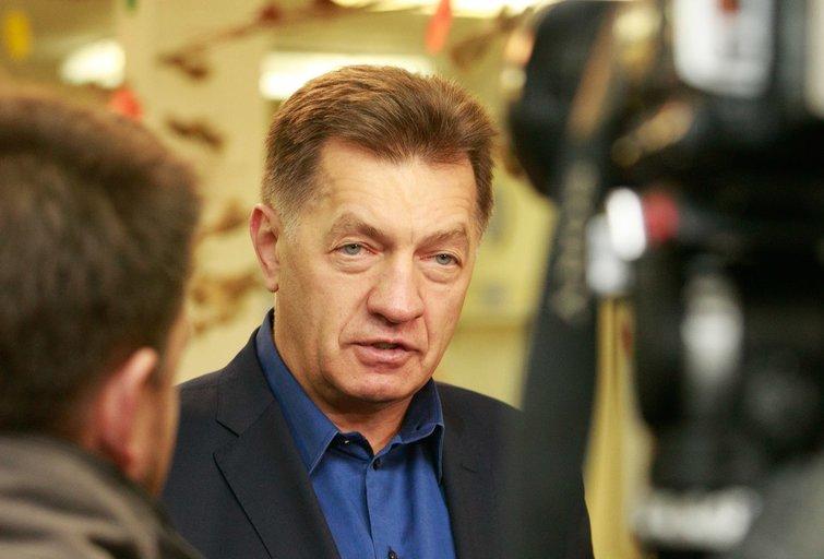 Algirdas Butkevičius su šeima balsavo Seimo rinkimuose (nuotr. Tv3.lt/Ruslano Kondratjevo)