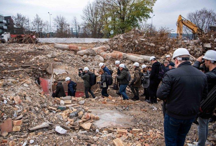 Po Profsąjungų rūmais rastas bunkeris (nuotr. Justinas Auškelis/fotodiena.lt)