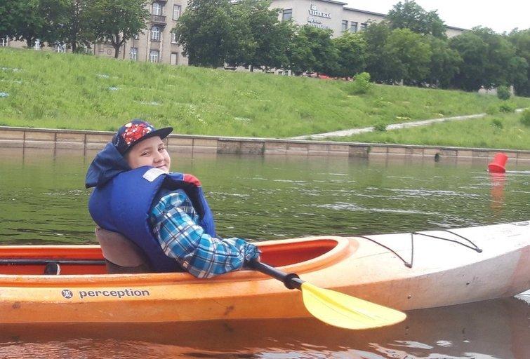 Ignas dalyvavo Specialiosios olimpiados jaunųjų atletų bendruomenės baidarių žygyje. (nuotr. asm. archyvo)