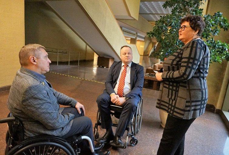 Neįgaliųjų organizacijų atstovai susitiko su Seimo pirmininku Viktoru Pranckiečiu ir Neįgaliųjų teisių komisijos pirmininku Gediminu Vasiliausku. Aldonos Milieškienės nuotr.