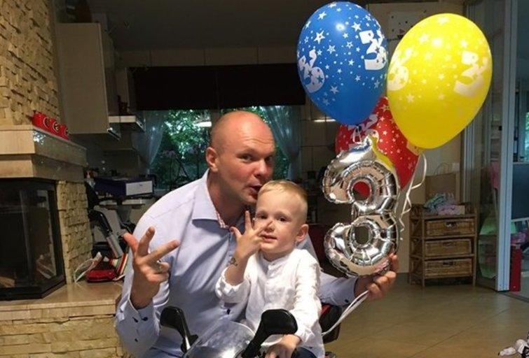 Kristupas Krivickas su sūnumi Augustu (nuotr. facebook.com)