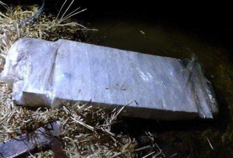 Nelegalus radinys upėje (nuotr. VSAT)