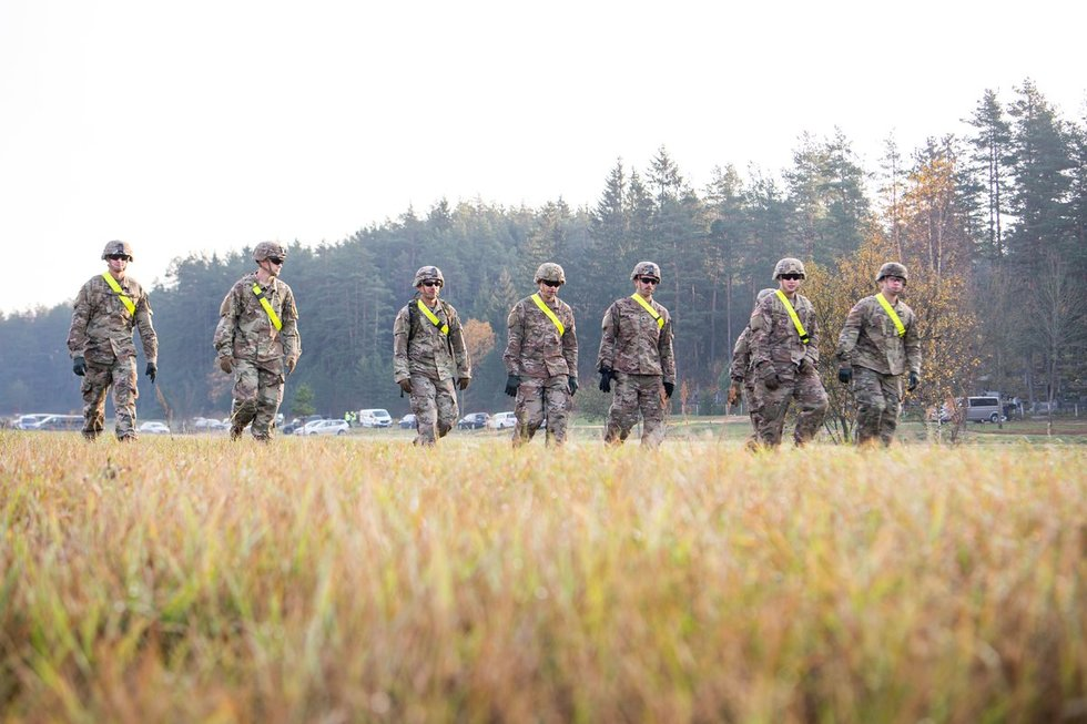 Į Lietuvą atvyko JAV bataliono sunkioji technika
