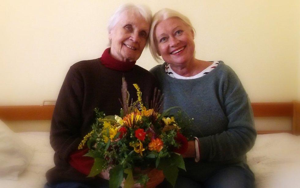 Aktorė Eglė Tulevičiūtė su mama. Asmeninio archyvo nuotr.