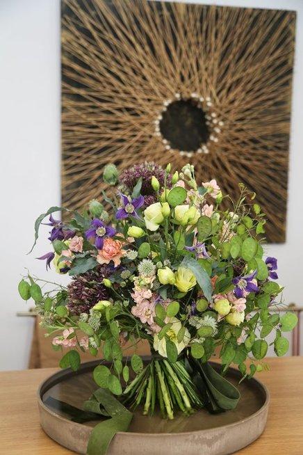 Praktiniai floristės patarimai: kuriame šventinę puokštę