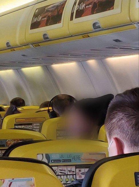 Lietuvė pasipiktino tautiečio elgesiu lėktuve