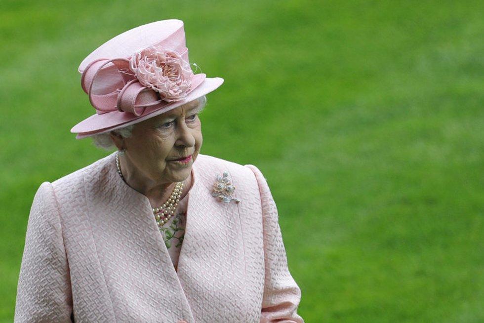 Karalienė Elizabeth II Ascoto lenktynėse pirmąją dieną (nuotr. SCANPIX)
