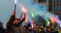 Pareigūnai sukilo dėl algų: prie Seimo uždegė deglus (nuotr. Fotodiena/Justino Auškelio)