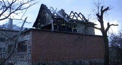 Pakaunėje galingas sprogimas suniokojo namą: savininkas apdegė veidą ir rankas