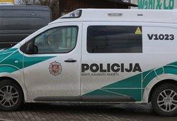 Užmušęs šunį neblaivus vyras Kauno rajone kirviu grasino senoliui