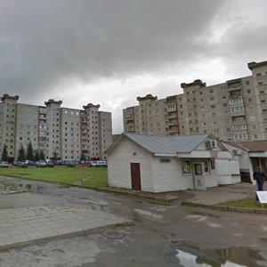 Gyventojai pasipiktinę: daugiabučių namų kieme bandoma įsprausti dar vieną daugiaaukštį