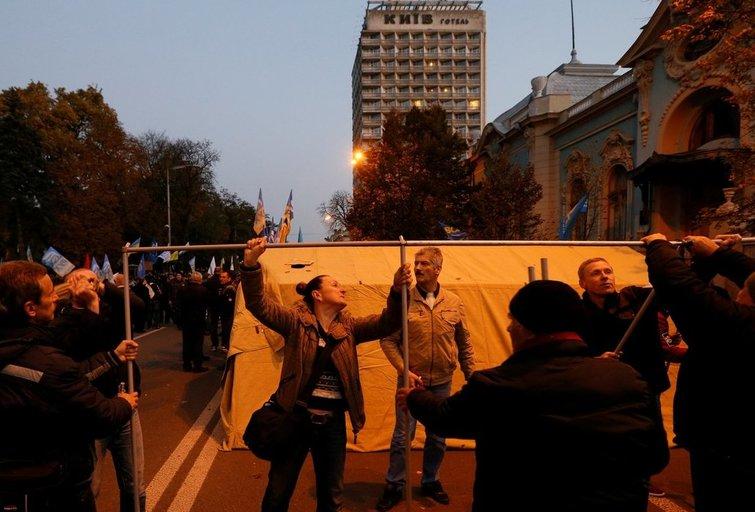 Kijeve per masinį protestą prie parlamento sužeisti keturi žmonės (nuotr. SCANPIX)