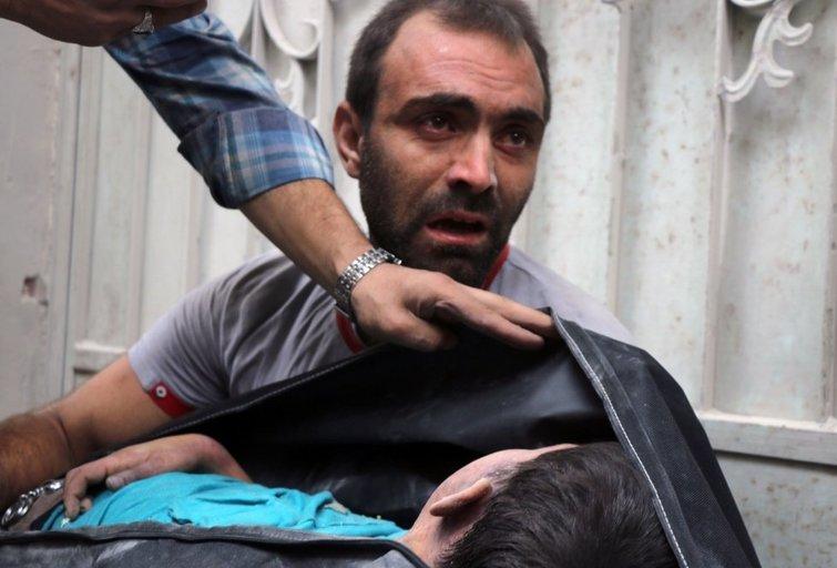 Bombarduojamas Alepas: gelbėtojai nespėja traukti žmonių iš griuvėsių (nuotr. SCANPIX)