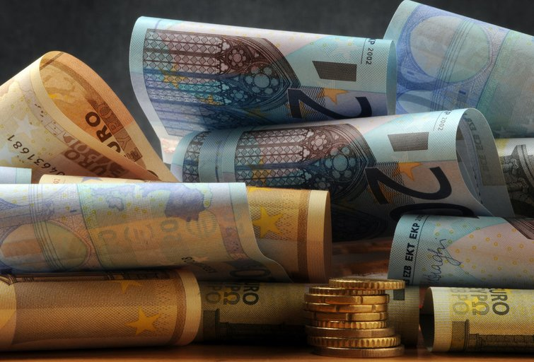 Pinigai (nuotr. Fotolia.com)