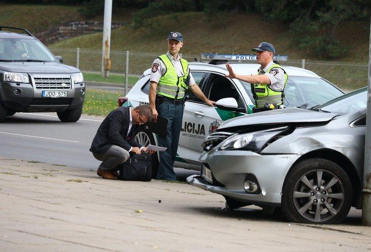 Lenkijos ambasados automobilis pateko į avariją Vilniuje nuotr. Broniaus Jablonsko