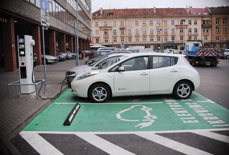Elektromobiliai (nuotr. Fotodiena/Domantas Pipas)