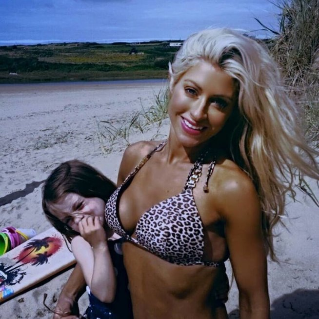 Penkių vaikų mama Simone Gately stebina sveika gyvensena (nuotr. facebook.com)