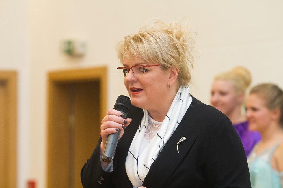 """Algimanta Pabedinskienė susitiko su šalies vaikų globos namų auklėtiniais, kurie dalyvavo socialinėje akcijoje """"Sukurk dovaną seneliui""""  (nuotr. Tv3.lt/Ruslano Kondratjevo)"""