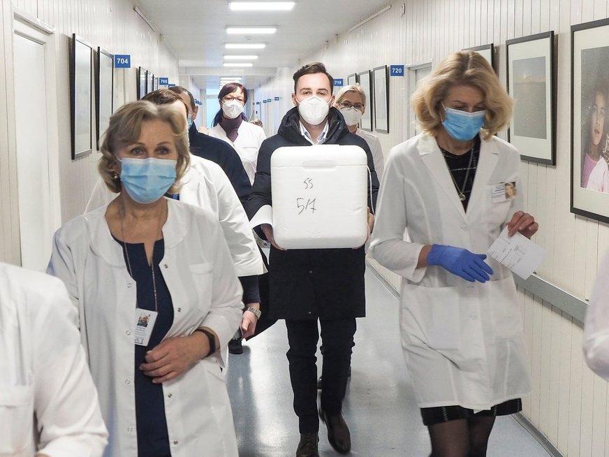 Pradėti skiepyti NVI medikai (nuotr. NVI)