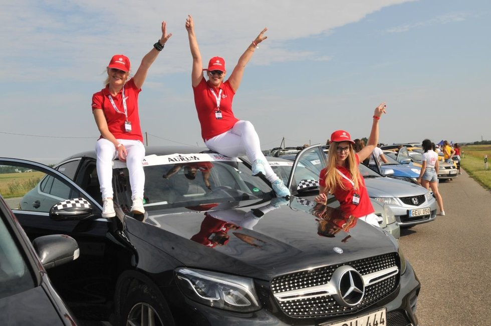 108 km moterų iššūkio lenktynės.