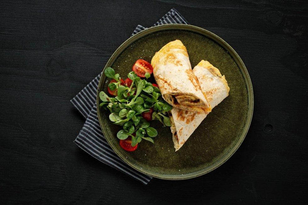 Omletas su pievagrybiais tortilijoje
