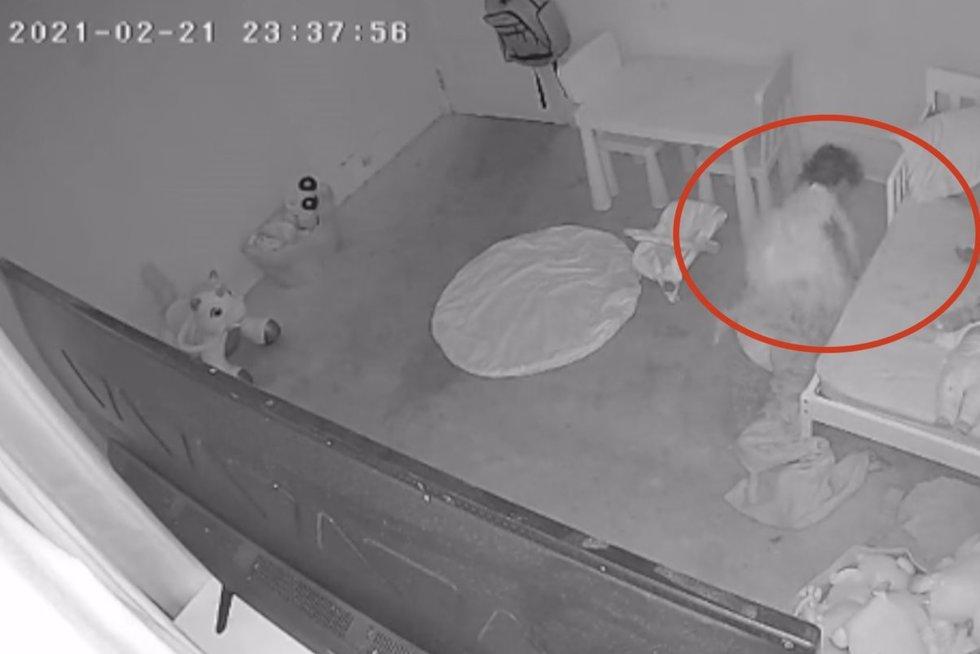 Vaizdas dukros kambaryje tėvą pašiurpino: tikina, kad užfiksavo mistinį reiškinį (nuotr. stop kadras)