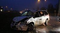 Vilniaus pakraštyje į vilkiką rėžėsi lenvasis automobilis (nuotr. Broniaus Jablonsko)