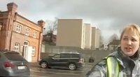 Policija gelbėjo mergaitę  (nuotr. stop kadras)