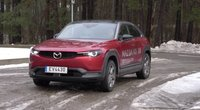 """Naujasis """"Mazda MX 30"""": kokybiškas, bet praeityje įstrigęs elektromobilis (nuotr. stop kadras)"""