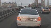 Judriame kelyje vairuotojas pro langą išmetė granatą: jo ieško policija (nuotr. stop kadras)