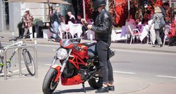 Ar su automobilio teisėmis leis vairuoti ir dalį motociklų? Specialistai bando užbėgti už akių