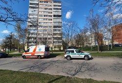 Siaubinga nelaimė Vilniuje: iš daugiabučio iškrito ir užsimušė 11-metis