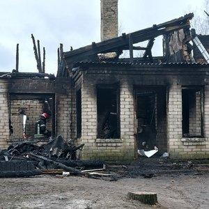 Aiškėja pirminės tragiško gaisro Anykščių rajone priežastys, name buvo dūmų detektorius