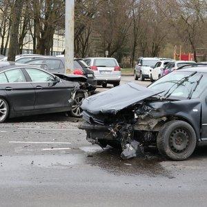 Vilniuje judrią sankryžą blokavo dviejų automobilių avarija