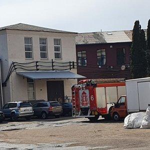 Naujojoje Vilnioje dega gamybinis pastatas