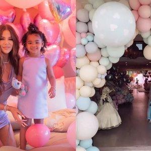 """Įspūdingas 3-metės Kardashian dukros gimtadienis: tūkstančiai balionų, """"Disney"""" princesės ir prabanga alsuojančios dekoracijos"""