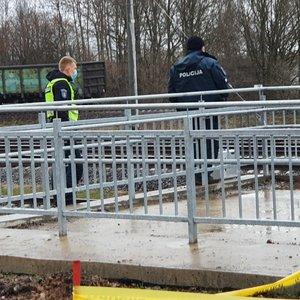 Nelaimė Kauno pakraštyje: traukinys partrenkė jaunuolį