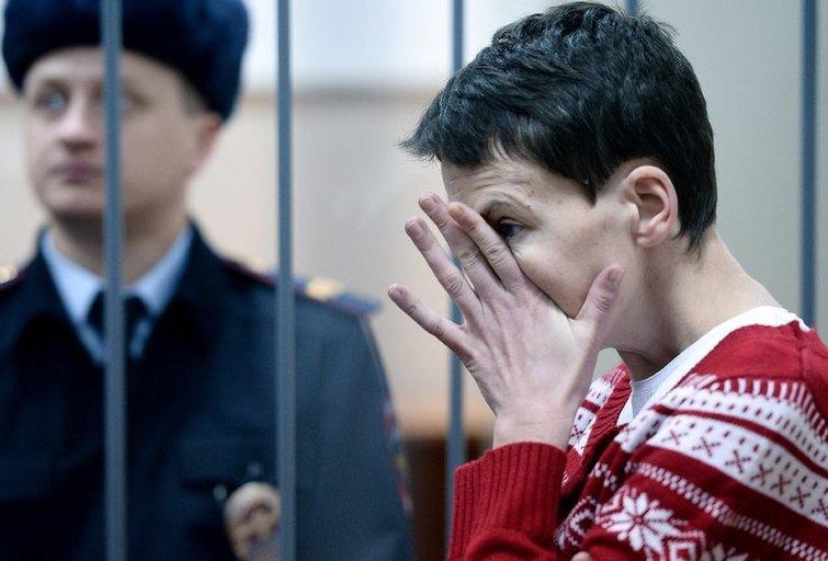 Ukrainiečių gydytojai aplankė pilotę Maskvos kalėjime (nuotr. AFP/Scanpix)